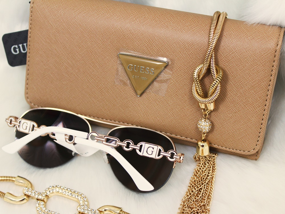 Guess Accessory