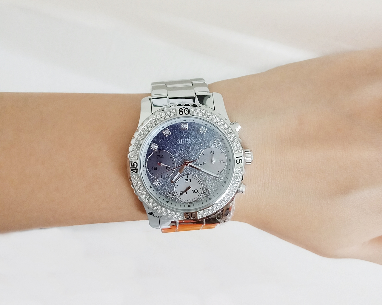 Guess U0774L6 Confetti Crystal Silver Watch